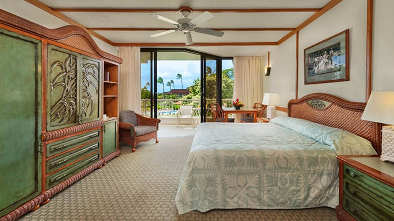 The hotel's decor pays tribute to its traditional island roots. // © 2018 Kaanapali Beach Hotel