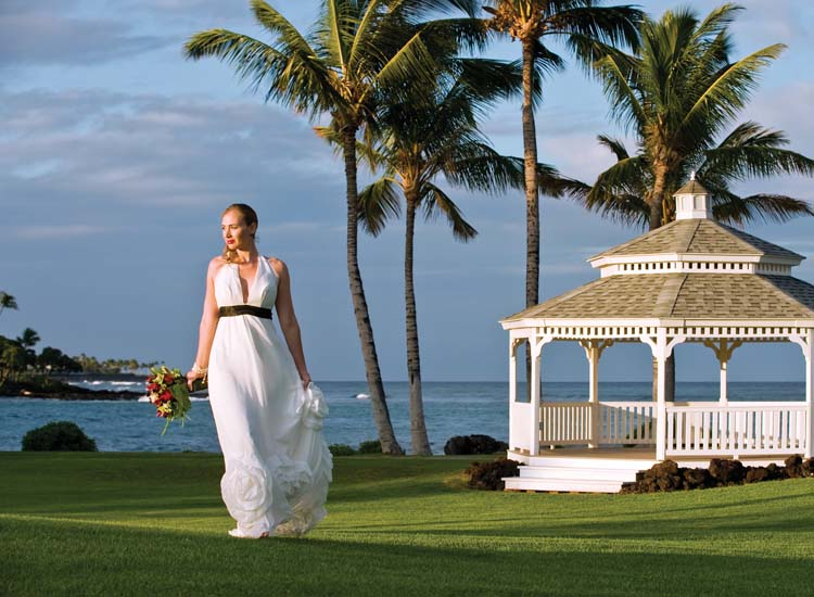Wedding guests at Fairmont Orchid's Turtle Point will enjoy panoramic ocean views. // © 2014 Fairmont Orchid, Hawaii