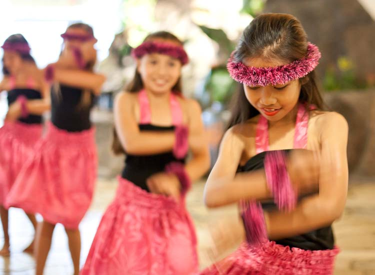 To get guests acquainted with the beauty of Polynesian song and dance, cultural performances by Kalena's Polynesian Ohana take place biweekly at poolside bar The Point. // © 2015 Turtle Bay Resort