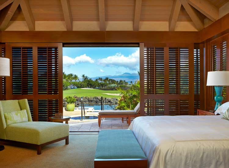Ocean views at a Mauna Lani guestroom // © 2015 Villas of Distinction