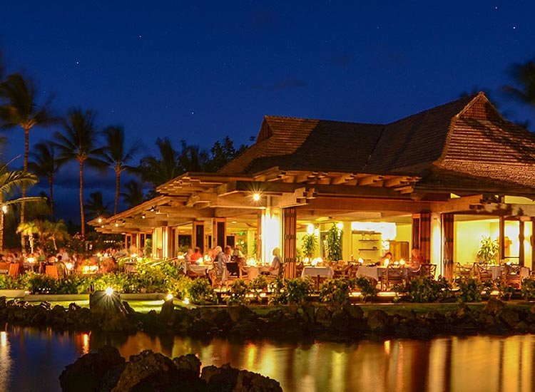 Dining at Mauna Lani's CanoeHouse // © 2015 Villas of Distinction