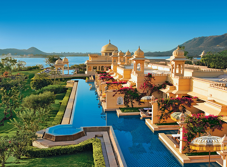 At The Oberoi Udaivilas, Udaipur in India, suite guests can dive into the water from their private terraces. // © 2016 The Oberoi Udaivilas, Udaipur