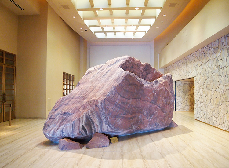 A boulder from the Mojave Desert was hoisted into the hotel's foyer as decor. // © 2014 Robin Rockey