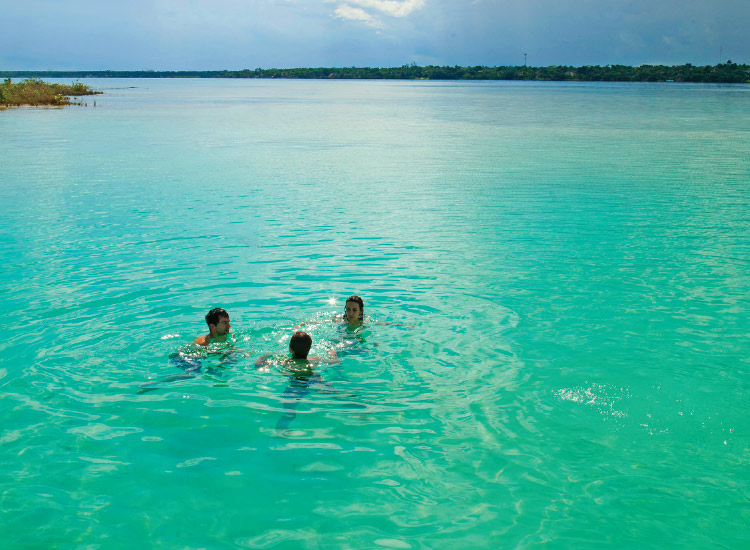 Bacalar Lagoon is one of many hidden natural gems in Mexico that most tourists miss. // © 2016 Mexico Tourism Board