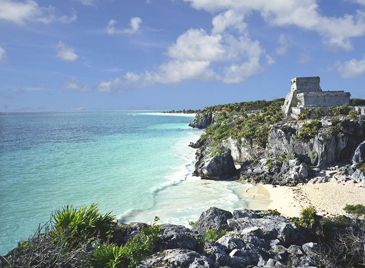 One of Tulum's most well-known attractions is its group of pre-Hispanic ruins. // © 2016 iStock