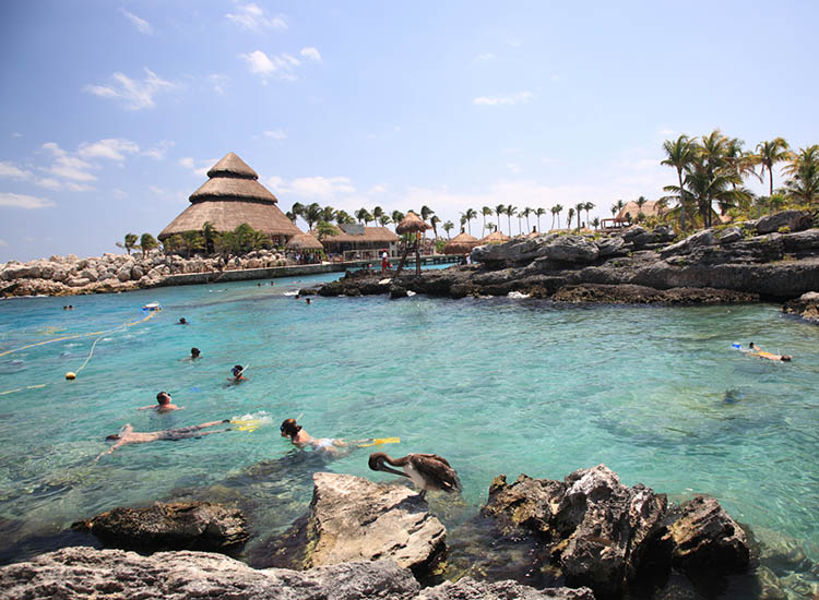The eco park Xcaret offers snorkeling activities. // © 2016 iStock