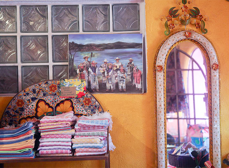 Gypsy Galeria is chock-full of souvenirs to pack in your carry-on, such as patterned blankets. // © 2015 SunshineStories.com