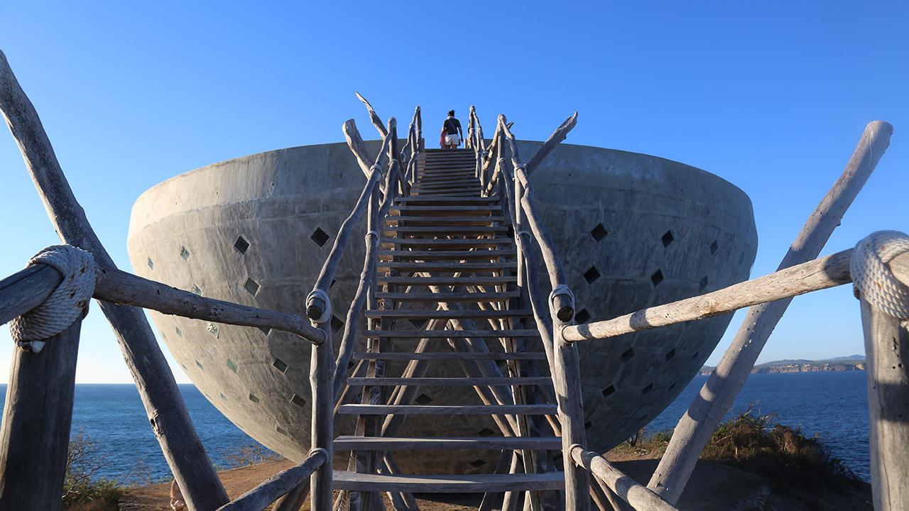 Visitors can climb to the top of the oceanfront Copa de Sol and walk its perimeter.