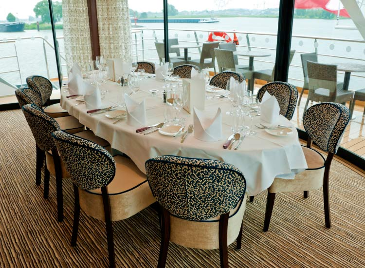 Guests can dine in Arthur, an alternative restaurant onboard. // © 2015 Tauck