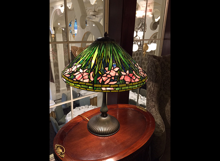 The rich wood and Tiffany stained-glass lamps of the Mark Twain Gallery // © 2015 Marilyn Green