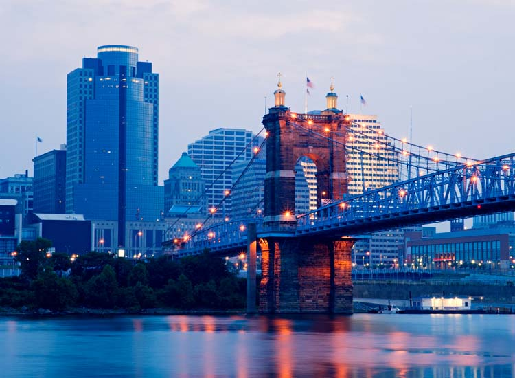 Once docked in Cincinnati travelers can stroll through beautiful riverside parks and museums. // © 2014 Thinkstock