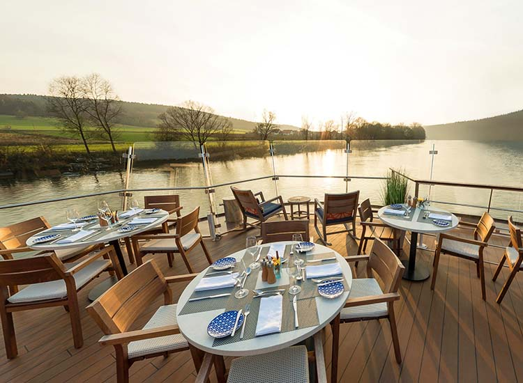 From the Observation Lounge, guests can access Aquavit Terrace to sip and dine alfresco. // © 2017 Viking River Cruises