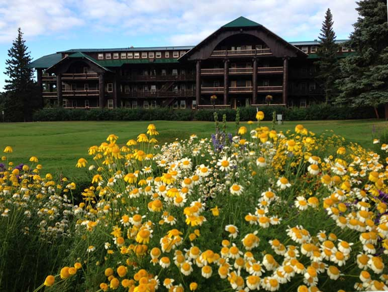 The Glacier Park Lodge in Montana // © 2014 Amtrak Vacations
