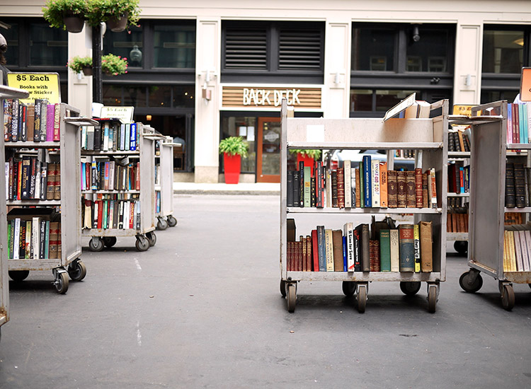 Get lost in one of Boston's many bookstores, such as the famous Brattle Books. // © 2015 Creative Commons User mzn37