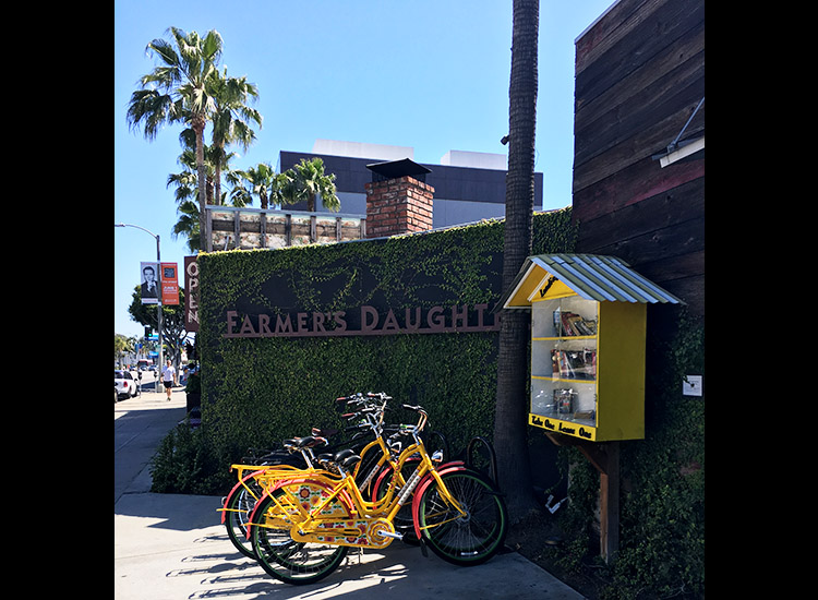 Farmer's Daughter Hotel is conveniently located near The Grove shopping mall, The Original Farmers Market and the Los Angeles County Museum of Art. // © 2017 Farmer's Daughter Hotel