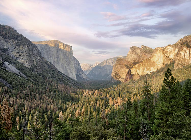 Tunnel View offers an expansive view of El Capitan, Half Dome and Bridalveil Fall. // © 2016 iStock