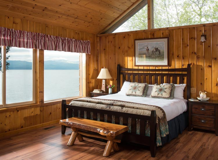 Guestrooms have a cabin feel, and some overlook Flathead Lake. // © 2017 Averill's Flathead Lake Lodge