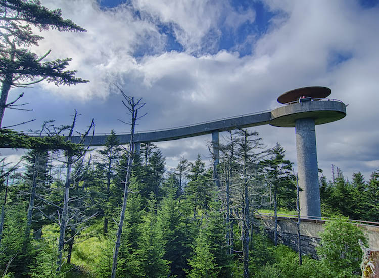 An observation deck with 360-degree views of the park draws hikers to Clingmans Dome. // © 2016 iStock