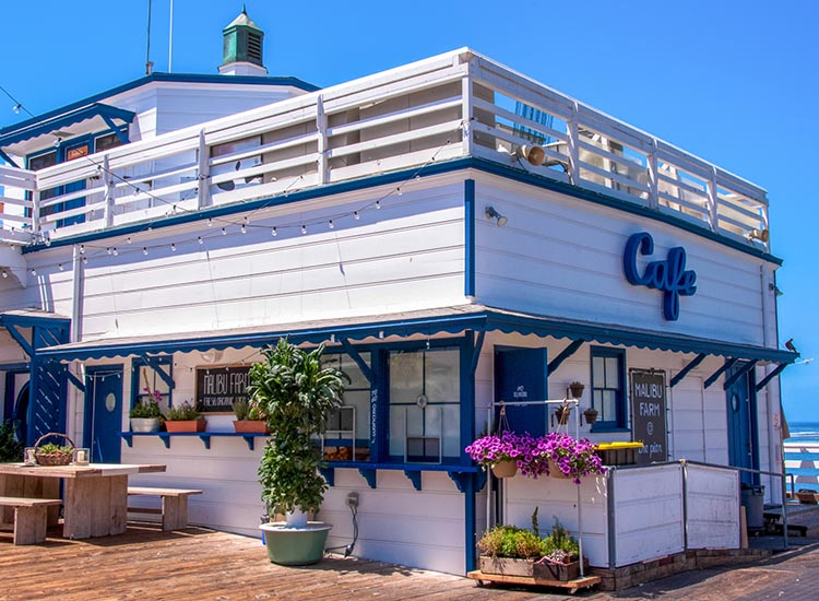 Eat healthy, California-inspired cuisine at Malibu Farm Cafe, located at the end of Malibu Pier. // © 2017 iStock
