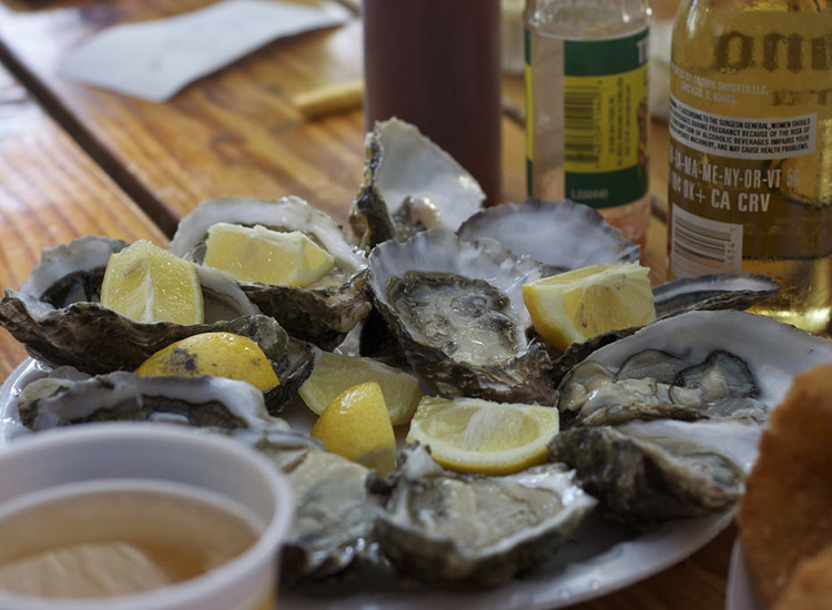 The casual Neptune's Net offers a wide range of seafood options, including raw oysters. // © 2017 Creative Commons user americanthighs