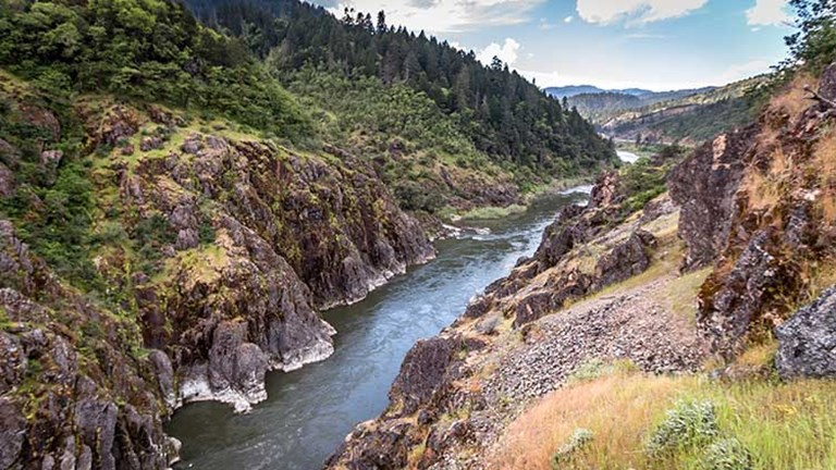 The destination for every Hellgate Jetboat Excursions trip, Hellgate Canyon is a stretch of exhilarating white-water rafting. // © 2017 Creative Commons user blmoregon