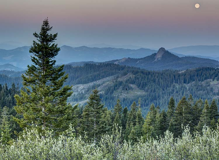 Southern Oregon is a beautiful region that offers many opportunities for travelers. // © 2017 Creative Commons user blmoregon