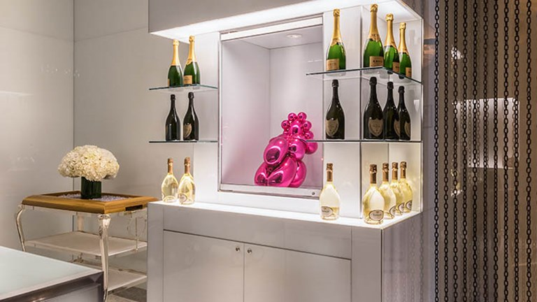 "Mr Chow's lobby showcases a Jeff Koons ""Balloon Venus"" sculpture surrounded by champagne. // © 2016 Caesars Entertainment"