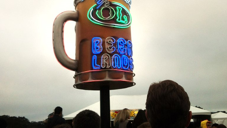 Fortunately craft beers retrieved at Beer Lands can be taken anywhere on festival grounds. // (c) Mindy Poder