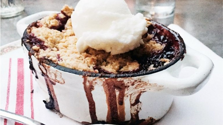 Diners love the New American fare at Flores + Sons, which includes a decadent berry crumble topped with ice cream for dessert. // © 2016 Valerie Chen
