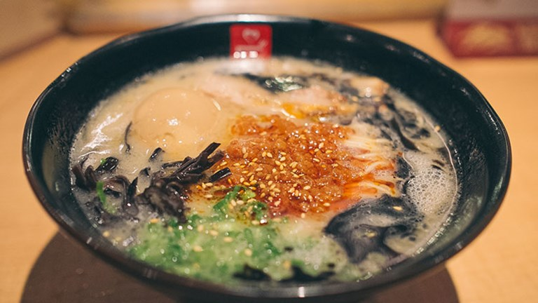 Enjoy ramen noodles swimming in a tonkotsu (pork bone) broth at Tatsu Ramen. // © 2016 Creative Commons user daremoshiranai