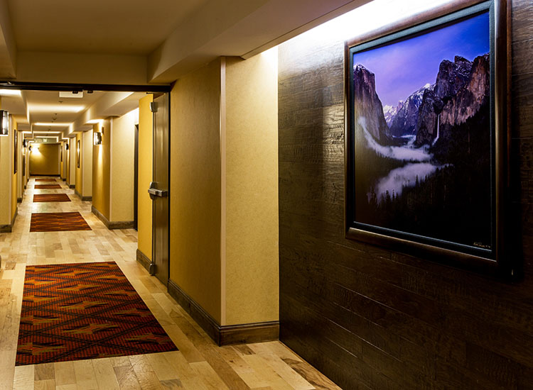 The property wrapped up a $5 million remodel and refresh of its standard Lodge Rooms earlier this year, including upgraded carpets, furnishings and linens. // © 2016 Tenaya Lodge