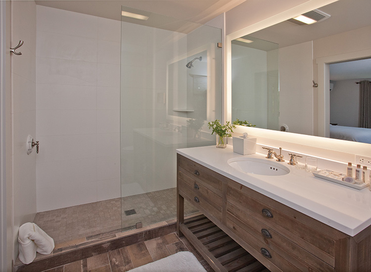 A guest bathroom in the Winery House building // © 2017 Wine Country Inn & Cottages