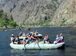 Paddlers on the Snake River // (c) Visit Idaho