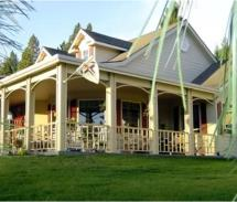 American Country Bed & Breakfast is located on five acres of rolling hills. // © 2010 American Country Bed & Breakfast