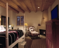 A Traditional Room at the Rosewood Inn of the Anasazi //© Rosewood Inn of the Anasazi 2009