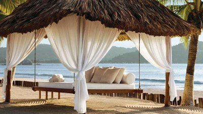 Thatched palapas for guests line the beach // © 2014 Viceroy Hotels and Resorts 2
