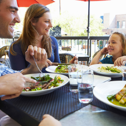 Properties with kid-friendly restaurants onsite are ideal for parents with younger travelers. // © 2014 Thinkstock