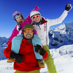 Travel agents can help plan a stress-free family vacation in the snow. // © 2015 Thinkstock