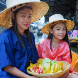 <p>A visit to a floating market is a must. // © 2017 iStock</p><p>Feature image (above): The Reclining Buddha measures half the length of a football...