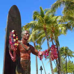 <p>The Duke Kahanamoku Statue is a stop on the Waikiki Mini Q. // © 2018 Urban Adventure Quest</p><p>Feature image (above): Aloha Tower is the...