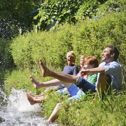 <p>Guided tours and all-inclusive vacations are popular among multigenerational groups. // © 2014 Thinkstock</p><p>Feature image (above): Family...